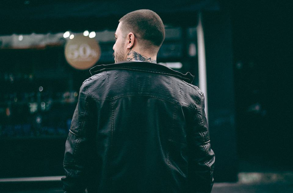 How-to-wear-Leather-Bomber-Jackets